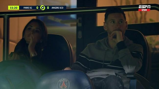 踢完国家队比赛不到18小时   梅西现场为巴黎助威