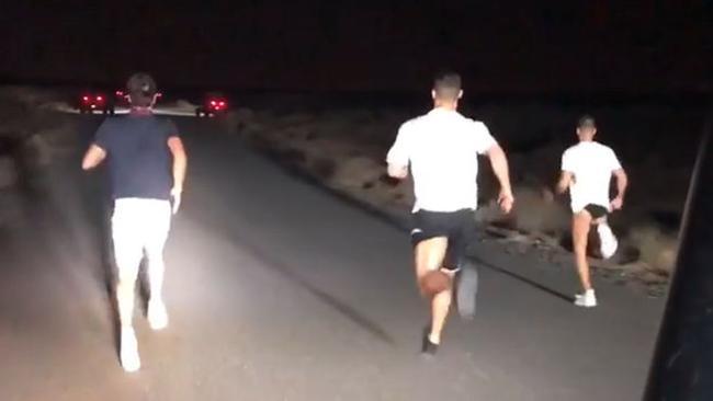 休赛期也要夜跑健身