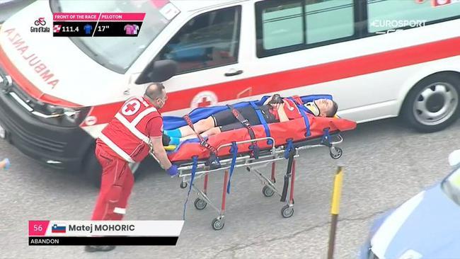 自行车运动员恐怖事故头着地摔车 感谢头盔救一命