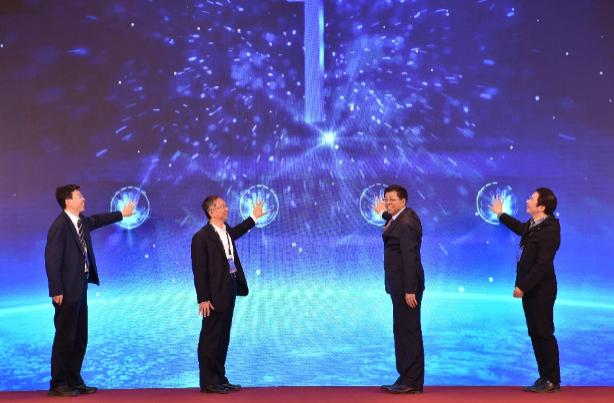 从左至右:张永伟秘书长、郑贺悦副主任、王黎明副省长、曹国英副司长