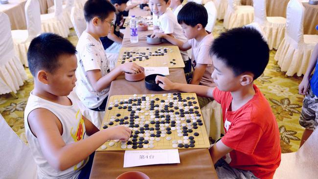 参添围棋比赛的小棋手(原料图)