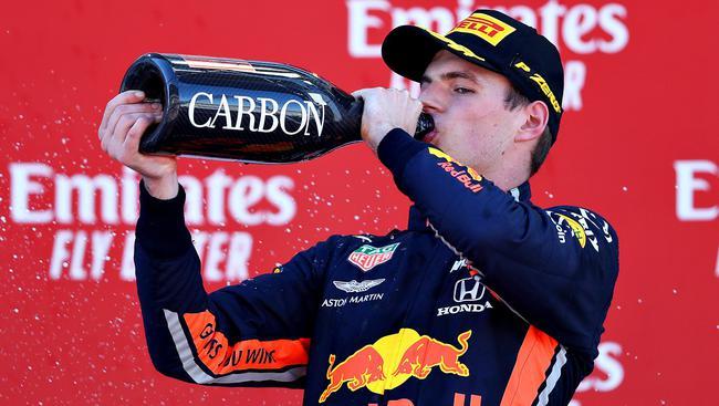 维斯塔潘赛季第三次登上季军领奖台