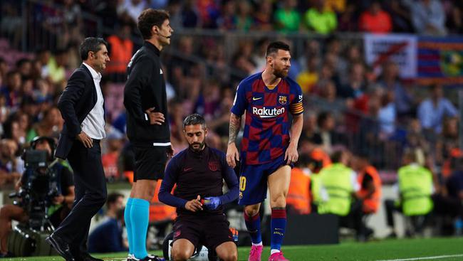 梅西踢了半场就被换下
