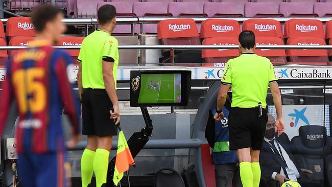 巴萨正式投诉裁判判罚 这次又要硬刚西班牙足协