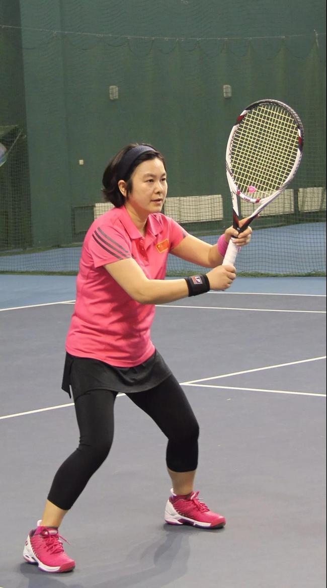 外交部女发言人爱打网球 这样的华春莹你见过吗