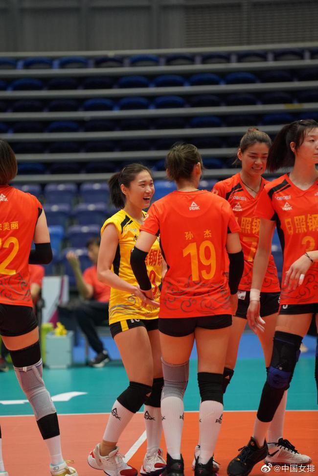 全锦赛山东女排3-1辽宁两连胜 争小组第一占先机