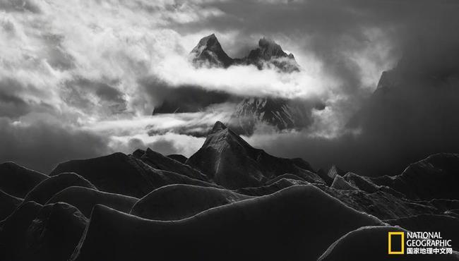 登山,登珠峰,不是为了遵命,更不是去送物化。