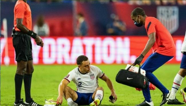 倒霉!巴萨又伤一将 德斯特世预赛腿筋受伤离场