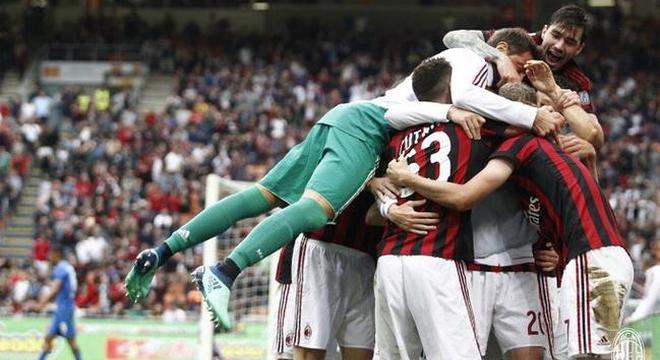 [意甲]AC米兰5-1佛罗伦萨 进欧联正赛