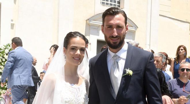 米兰大将结婚啦!新娘太美了
