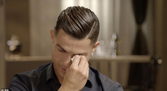 看到此人C罗哭了:他没能见证我的成功