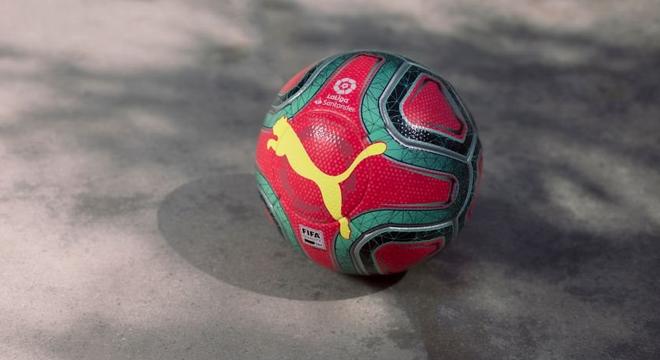 西甲公布冬季用球 红配绿大花袄色