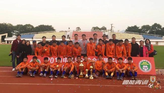 观点:中国足球的强大是能享受快乐 唯成绩论太苛刻