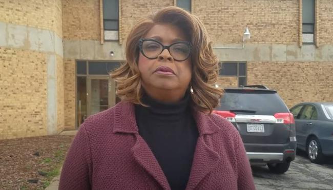 詹姆斯恭贺弗格森市首位女性黑人市长成功当选