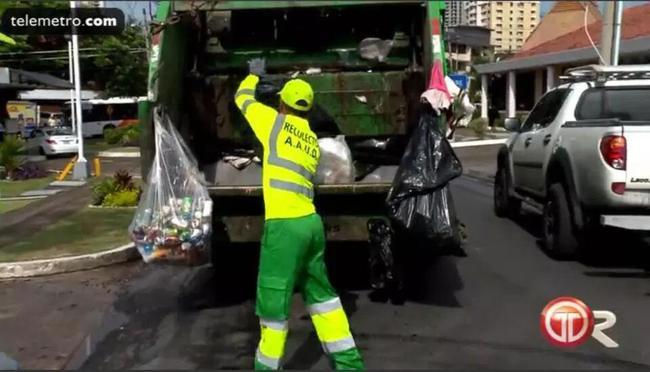 励志!垃圾清扫工当世界杯裁判