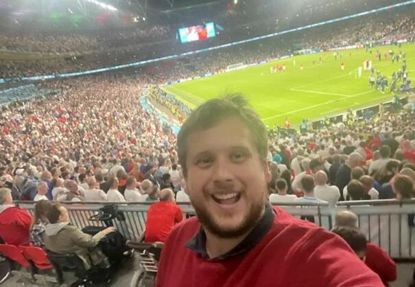 最悲催英球迷!高价买票难入场 只看到意大利夺冠