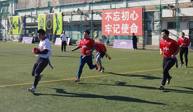 小球员们在赛场上飞驰