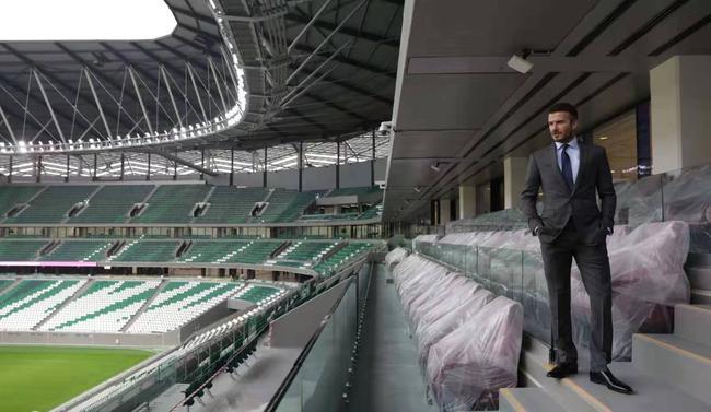 小贝参观卡塔尔世界杯场馆之一——教育城体育场