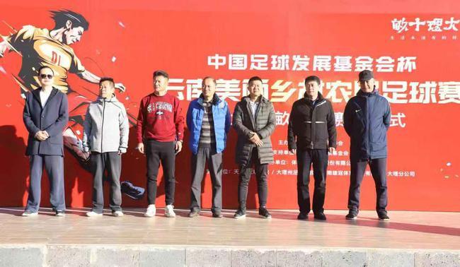 (从左至右:李涛、李亚凌、和勇宏、赵云峰、葛新、张锦、董玉钢)