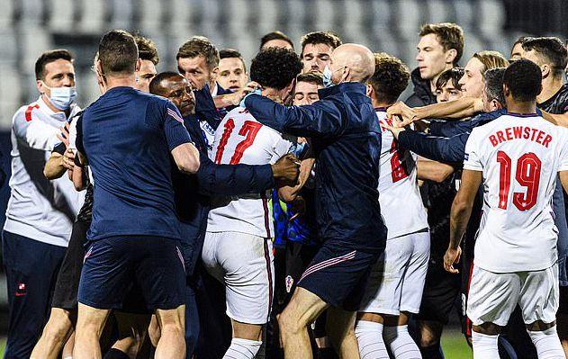 利物浦新星赢球出局被嘲讽 引爆冲突被教练组拖离