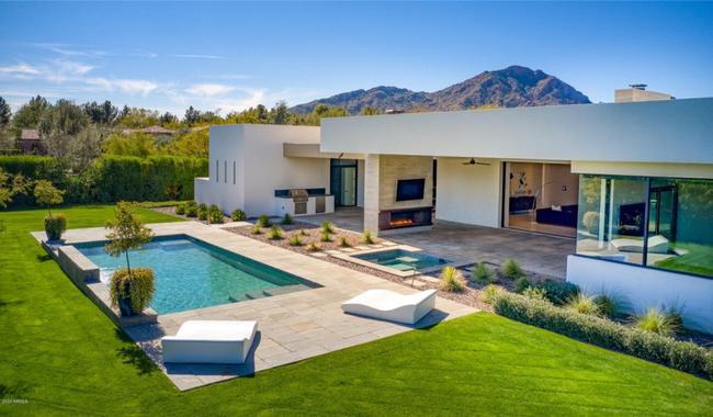 布克以345万美元的价格 卖掉了菲尼克斯的豪宅