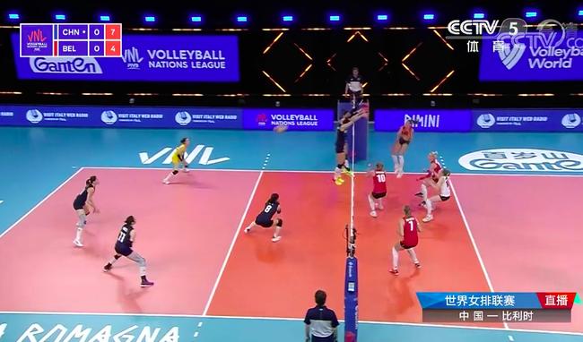 中国女排首局胜比利时:姚迪发球出彩 栗垚崴脚