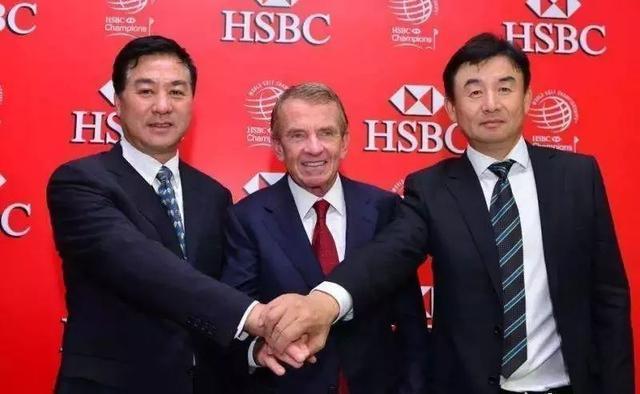 2013年汇丰冠军赛,(左首)张小宁、芬臣、孙立平一路宣布美巡中国赛的诞生