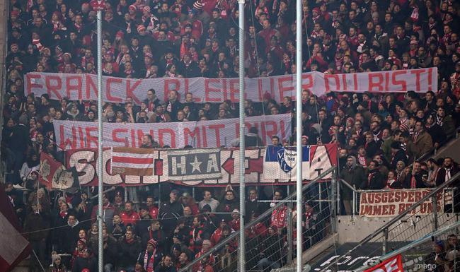 拜仁球迷横幅支持里贝里