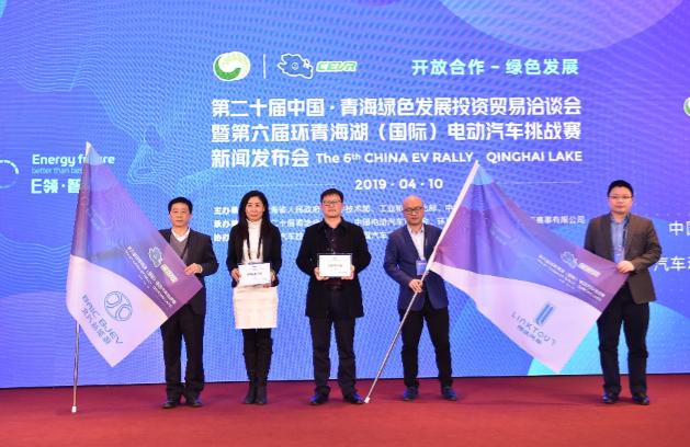 从左至右:窦银忠、游丽、刘俊、周梦宁、欧阳副主任