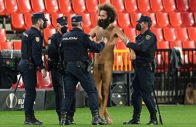 曼联客战,裸奔者闯入