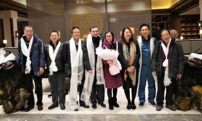 组委会用藏族牦牛舞和哈达欢迎各地棋手 蓝烈摄