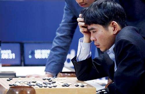 加入了强化学习的AlphaGo令人类高手挠头