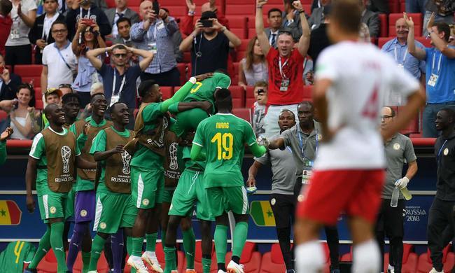 世界杯-波兰自摆乌龙+回传送礼 塞内加尔2-1告捷