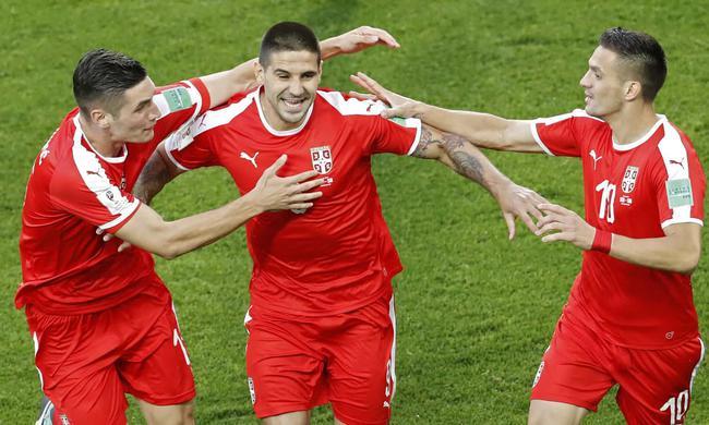 世界杯-空霸头槌破门 塞尔维亚上半时1-0领先瑞士