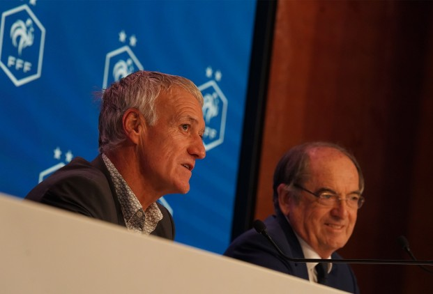 法国队官方宣布与德尚续约 新合同签约至2022年