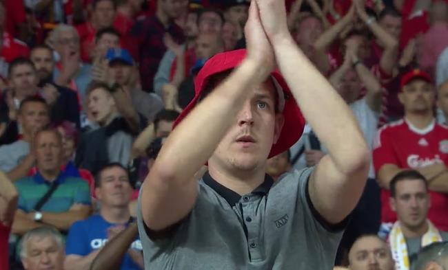 球迷为道歉谢场的卡里乌斯送去掌声