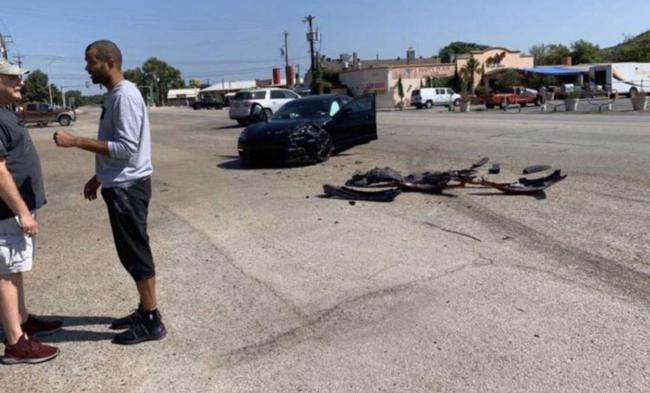 帕克在圣安东尼奥遇交通事故!车撞的满地残骸