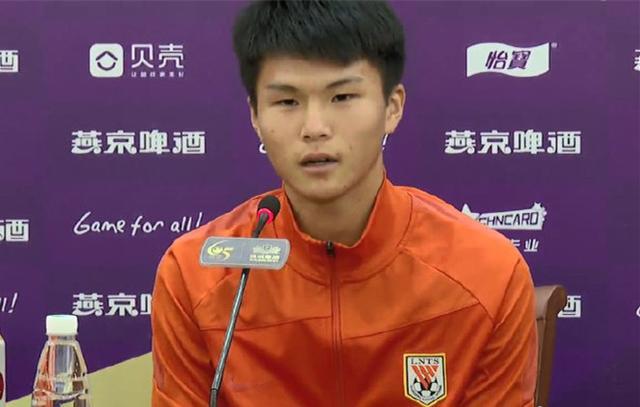 泰山16岁小将陈泽仕出席发布会:够进名单很激动