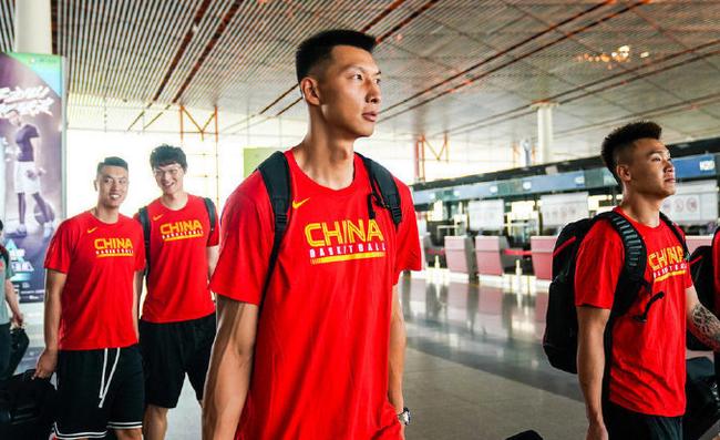 中国男篮起程赶赴青岛