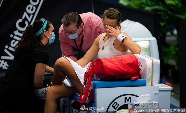 阿扎伦卡称决赛受偏头痛困扰 自豪能坚持打完比赛