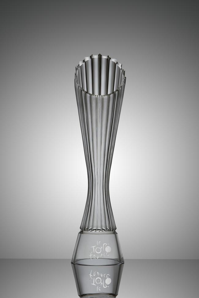 前方|探访环法冠军奖杯设计者 千锤百炼造精品(图)