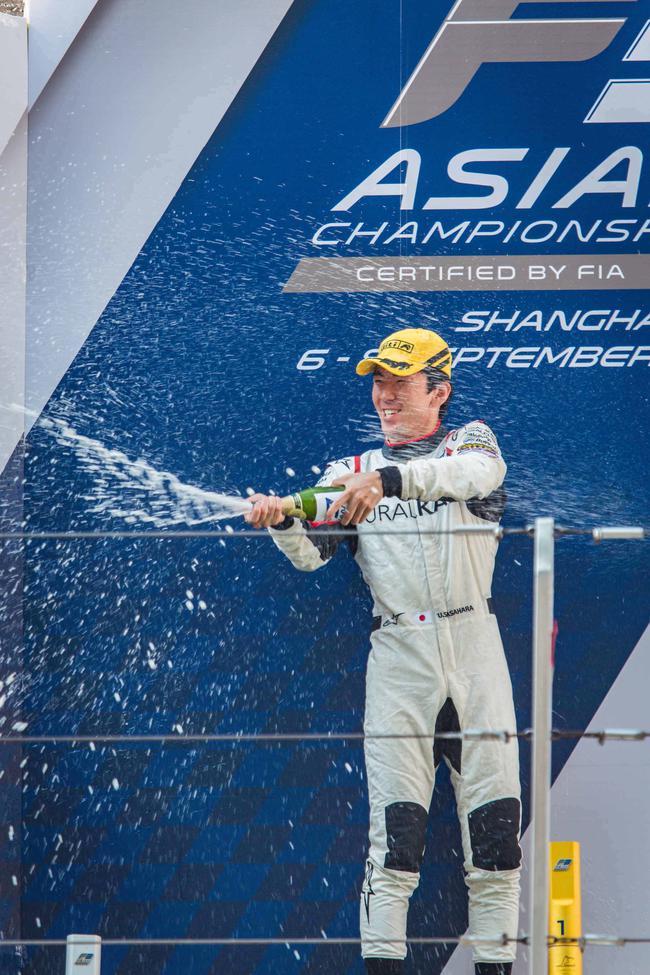 笹原右京在上海国际赛车场上演冠军帽子戏法
