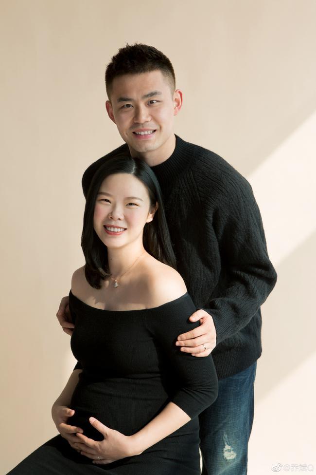 奥运冠军李雪芮怀孕晒孕照:一起期待我们的小牛