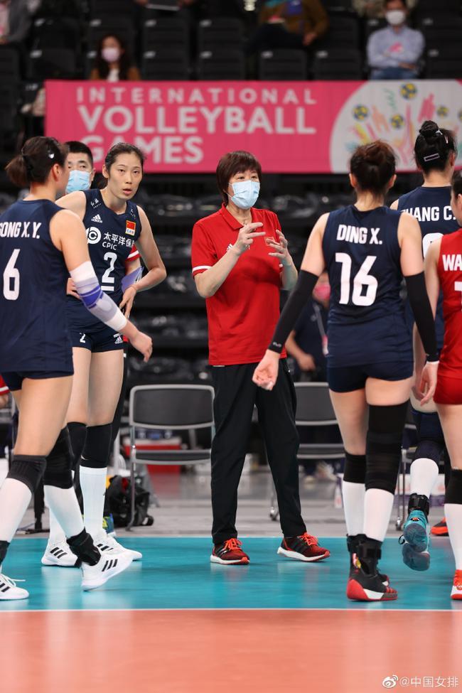 测试赛中国女排3-0横扫日本 第三局遭遇挑战