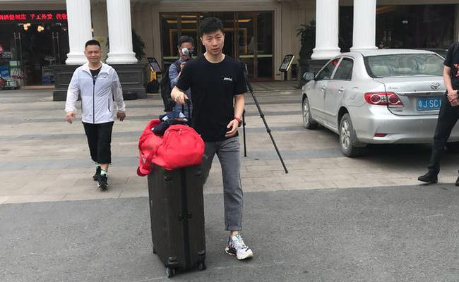 国乒四将四教练同行出征亚洲杯  马龙冲击第五冠