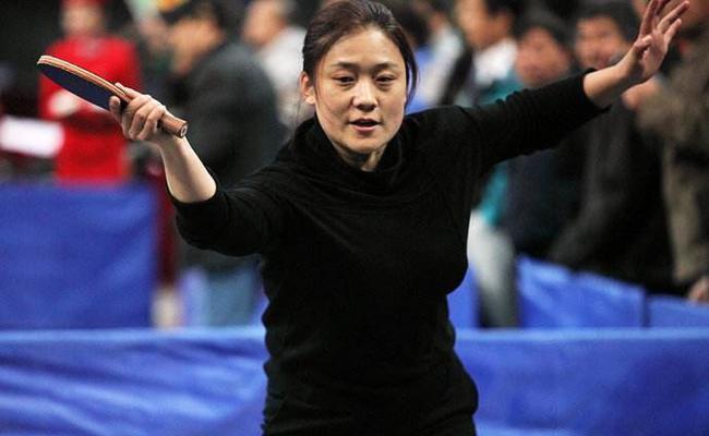 乒乓球冠军刘伟参加开学第一课给学生分享国歌情