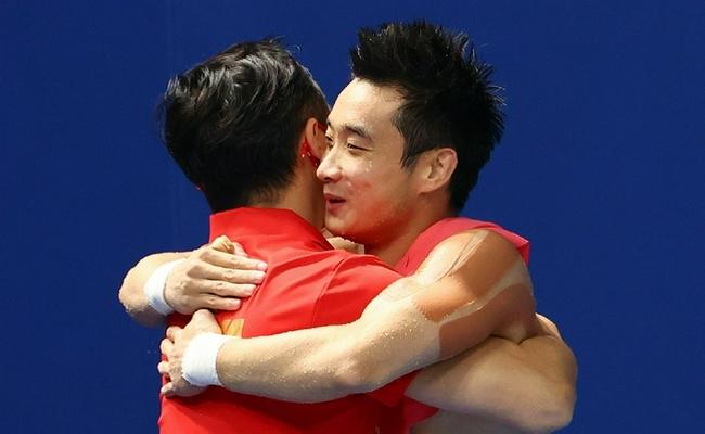 【博狗体育】男子十米台决赛神仙打架 戴利对杨健竖起大拇指