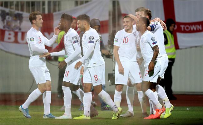 英格兰4-0夺头名