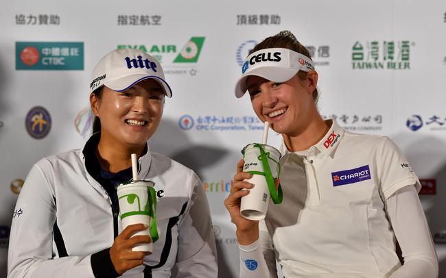 高真荣(左)与内莉-科达(右)