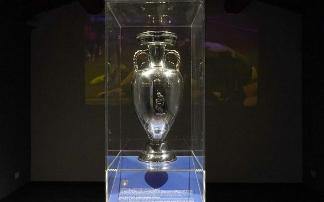 曼奇尼博努奇签名捐物 意足球博物馆参观人数创纪录